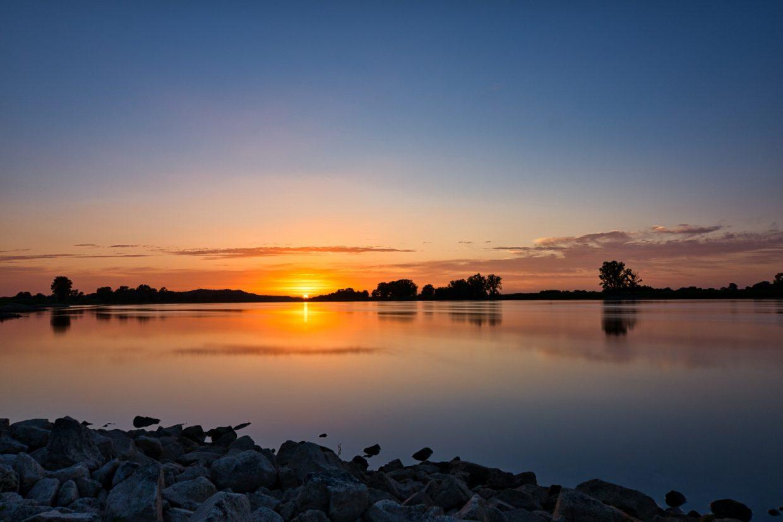 Sonnenuntergang an der Elbe in Wussegel